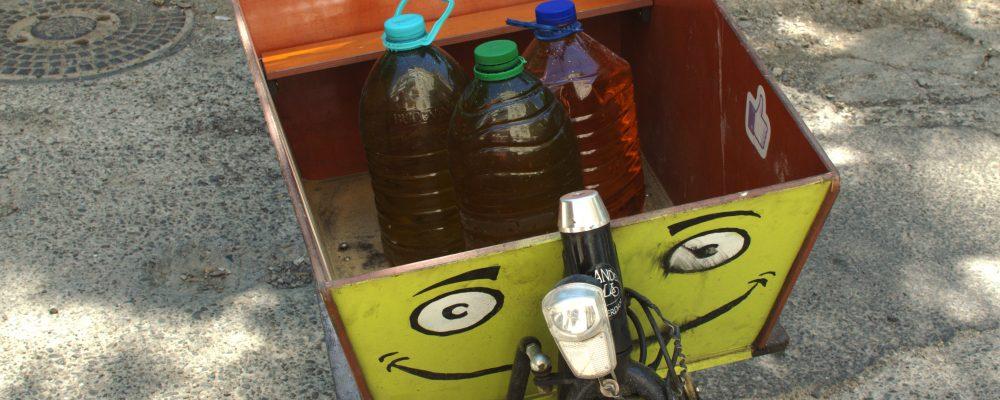 150 de litri de ulei alimentar uzat adunați de la Iași.