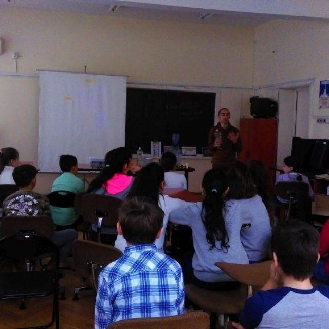 """Lecții educative la Școala Primară """"Mihai Codreanu"""" din Iași"""